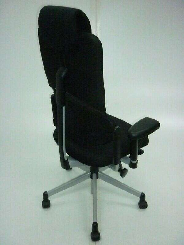 Black Steelcase Please task chairs