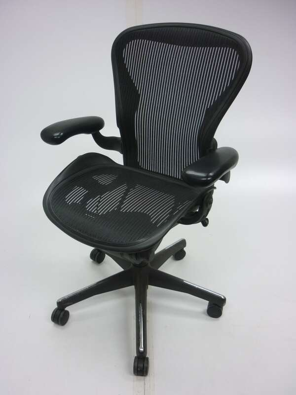 Herman Miller graphite Aeron task chair size A
