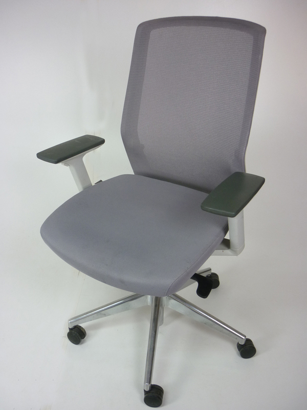 Bestuhl J1 task chair in light grey