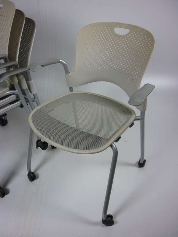 Herman Miller Caper in cream