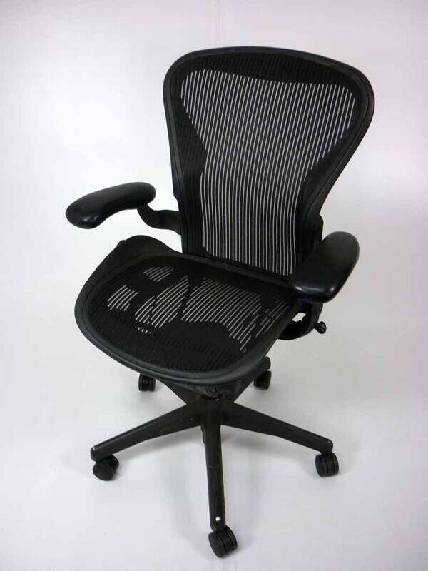 Herman Miller Aeron with fixed arms