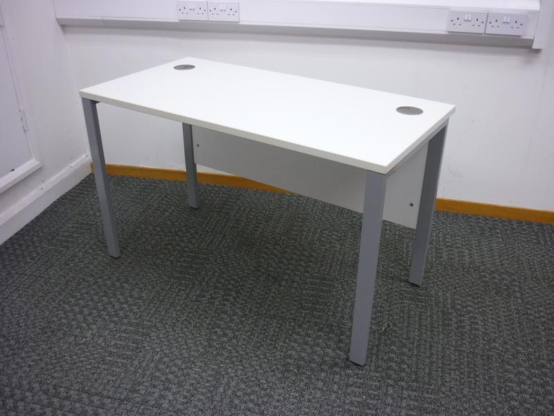 1200x600mm white compact desks