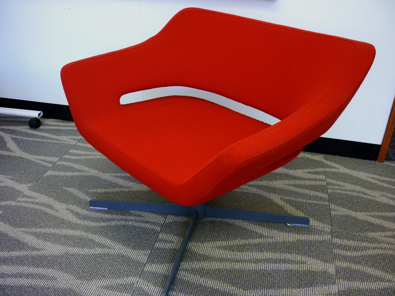 Hitch Mylius hm85 Solo red fabric armchair