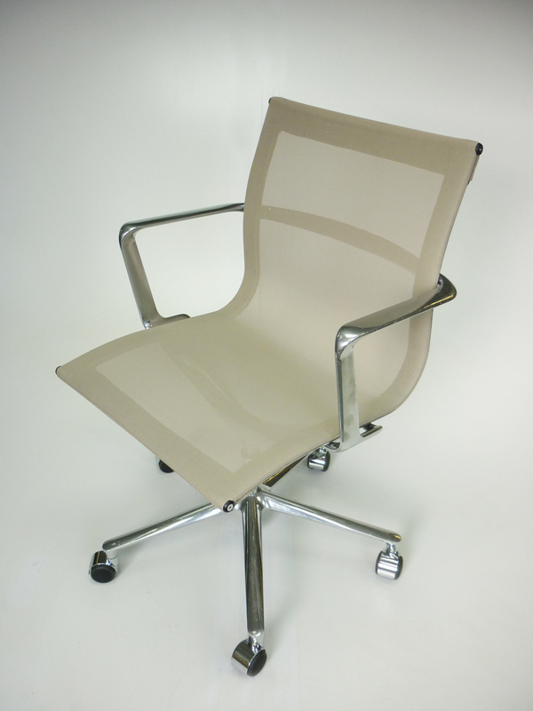 Mushroom ICF Una mesh meeting chair on wheels