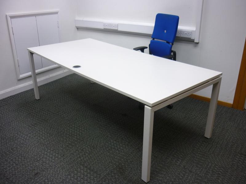 2200 x 1000mm white executive desk