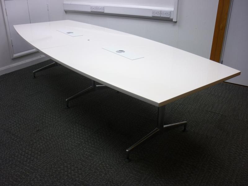 3100mm white barrel shape table