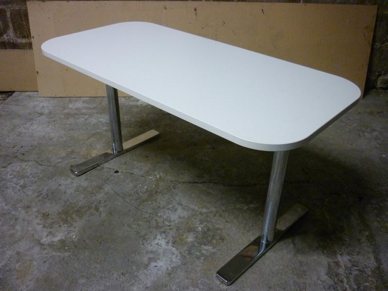 1350x650mm white Vitra Alcove table