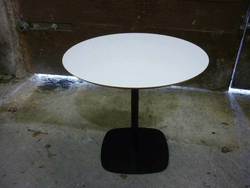 800mm diameter white table with black base