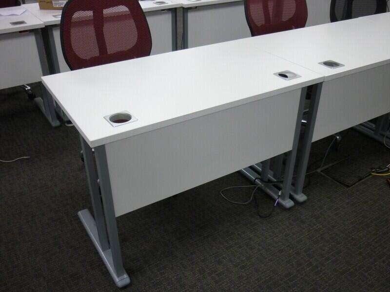 White 1000x600mm desk