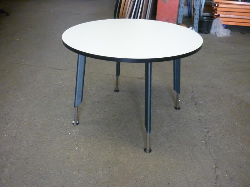 1000mm diameter Tangent white table