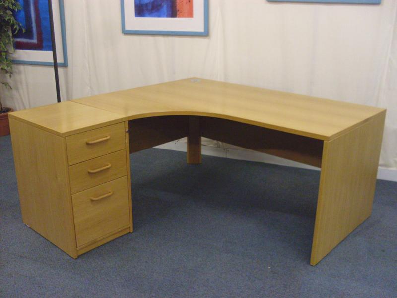 Light oak Sven radial desks
