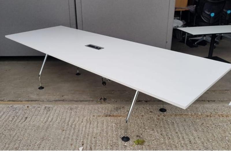 2800mm white Vitra MedaMorph table