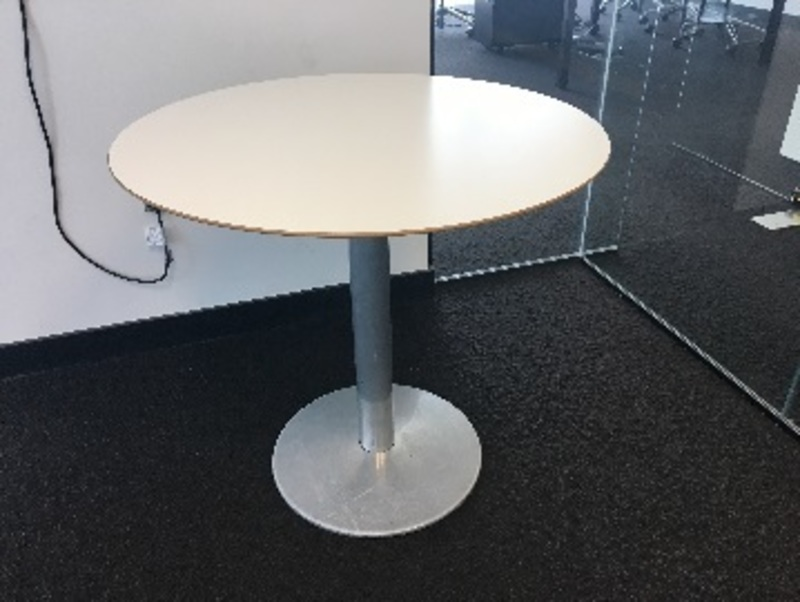 1000mm diameter white Cafe/meeting table
