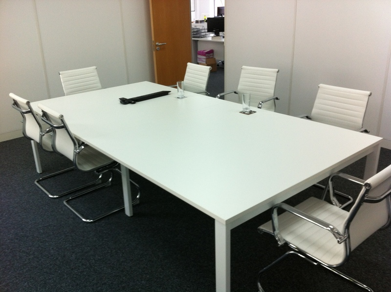 2800 x 1400mm white table