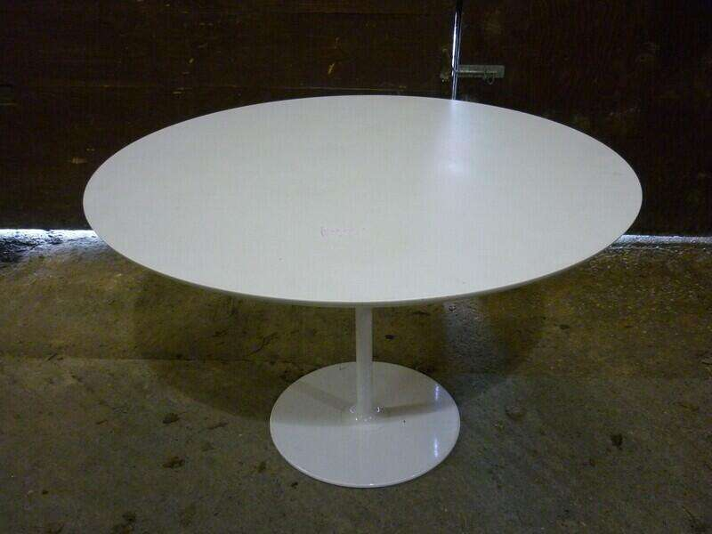 1000mm diameter white table with white base