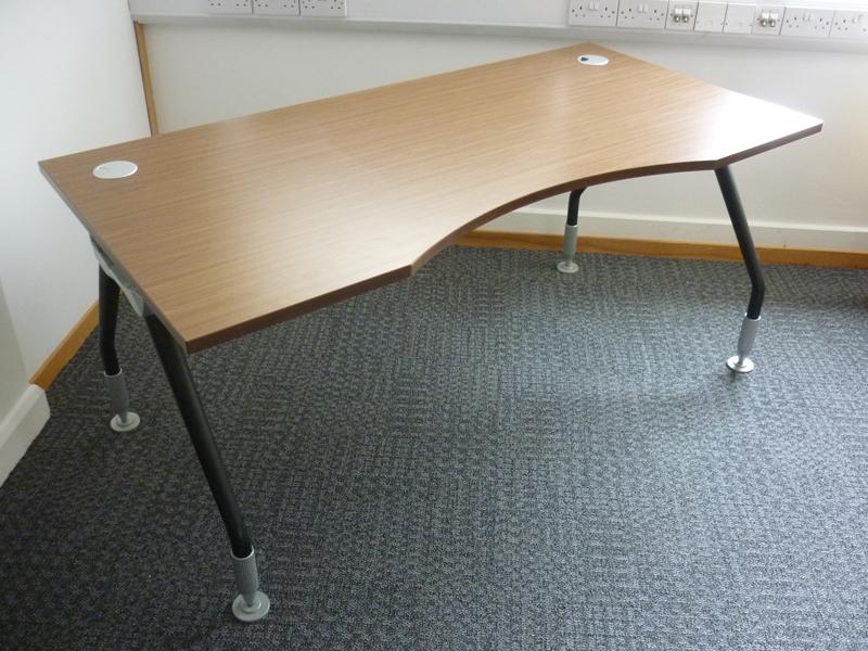 Walnut 1600w x 800700d mm double wave desks