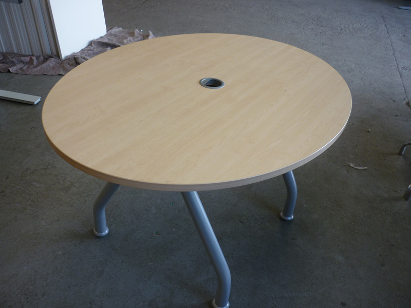 Maple oval top maple table