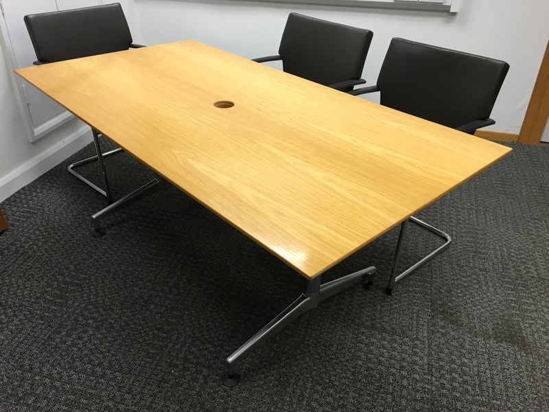 1750 x 900mm oak veneer boardroom table