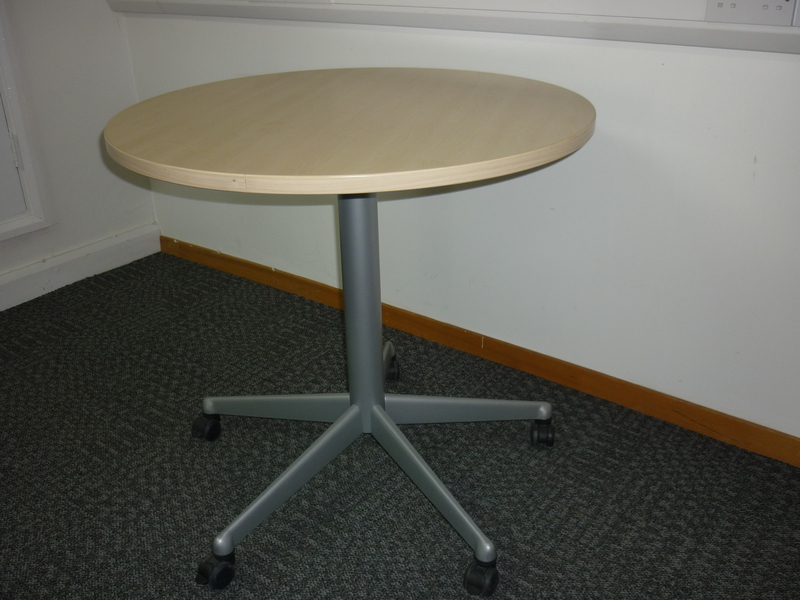 800mm diameter maple mobile meeting table