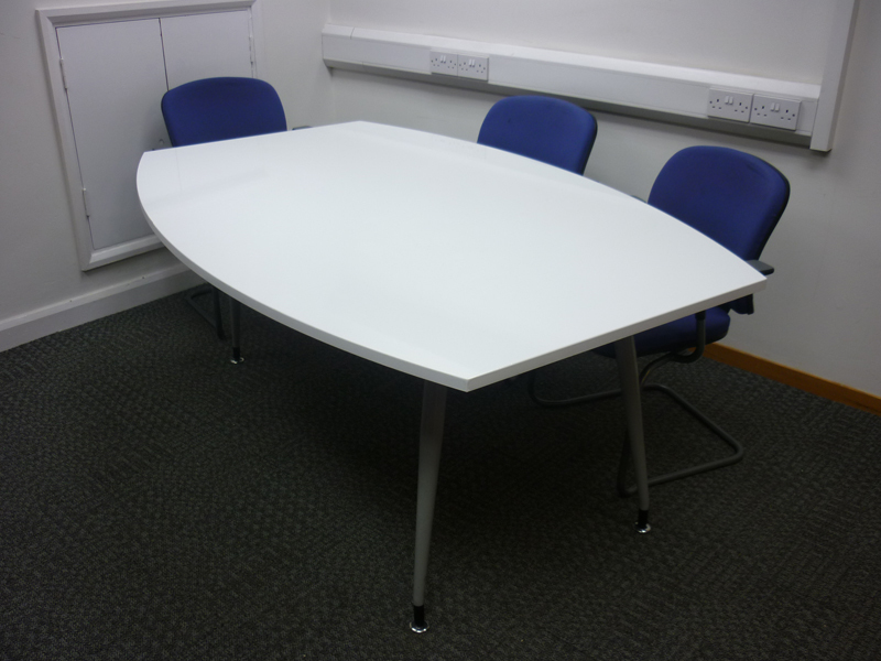 1800 x 1200/800mm White barrel shaped table (CE)