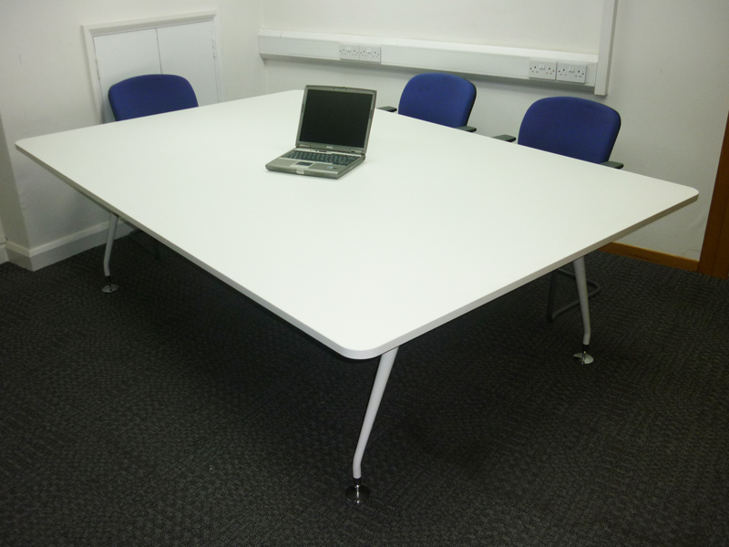 2400 x 1600mm White rectangular table (CE)
