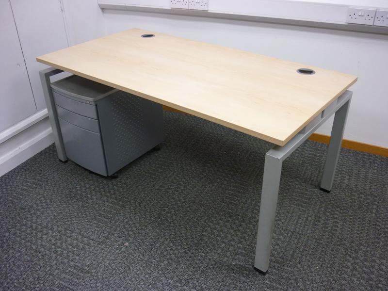 Senator Jigsaw 1600w x 800d mm maple desk