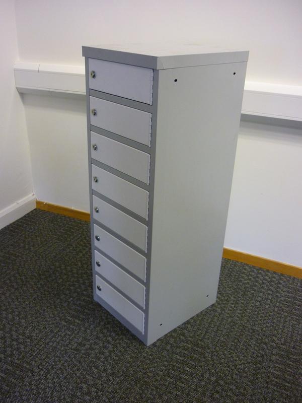 Grey/white laptop lockers CE