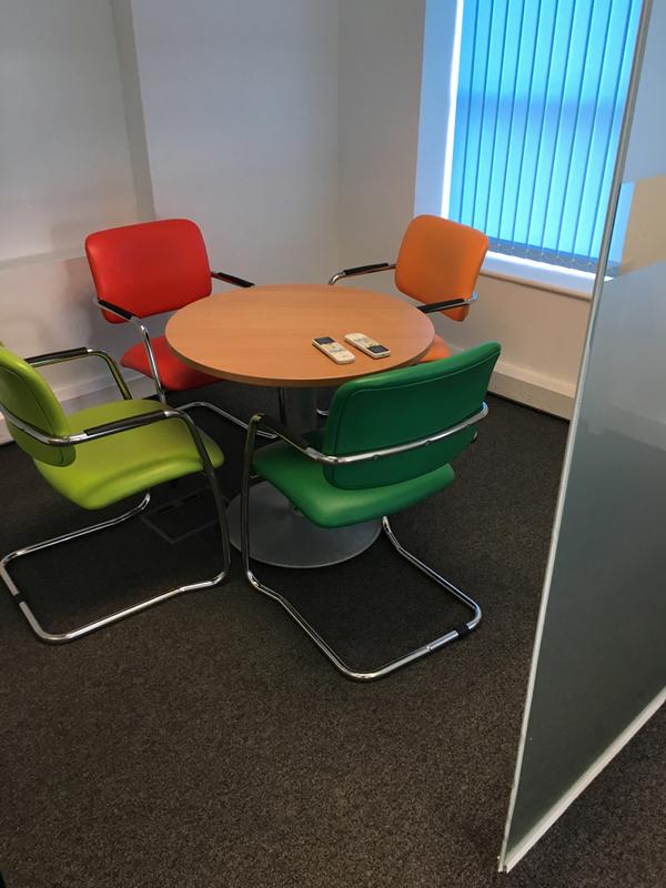 Circular height adjustable table