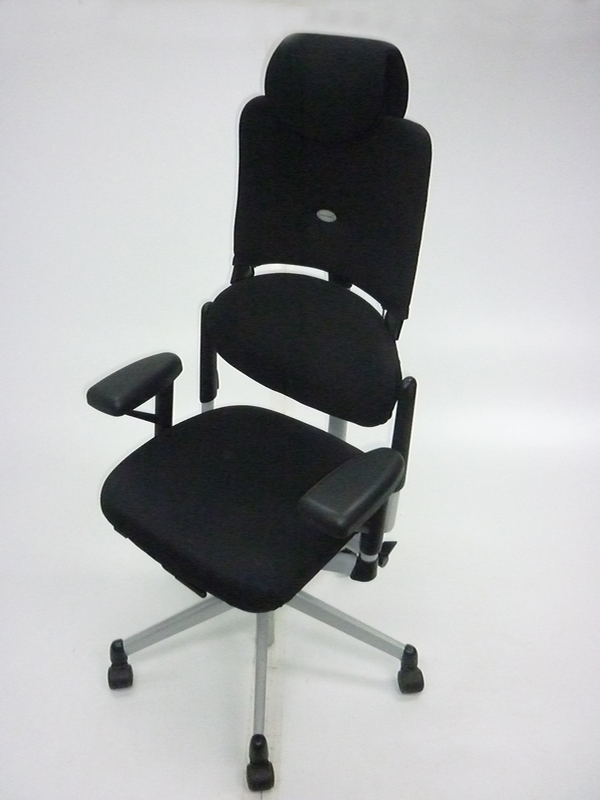 Black Steelcase Please V1 Task Chairs with headrest