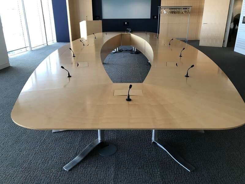 8000x3200mm maple veneer boardroom table
