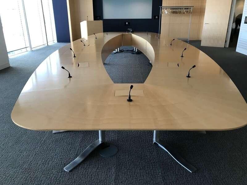 8000x3200mm maple veneer boardroom table