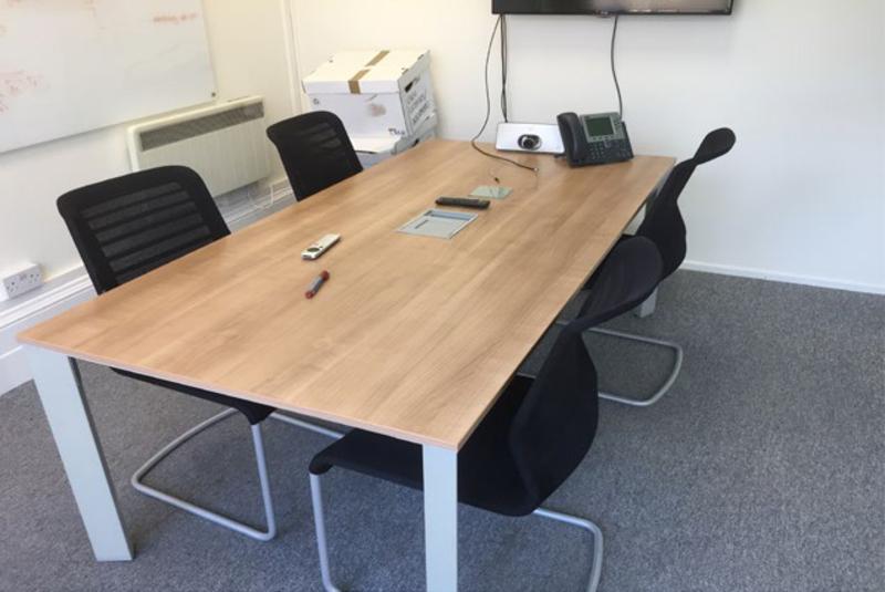 2000x1000mm Senator Cameleon highland oak table