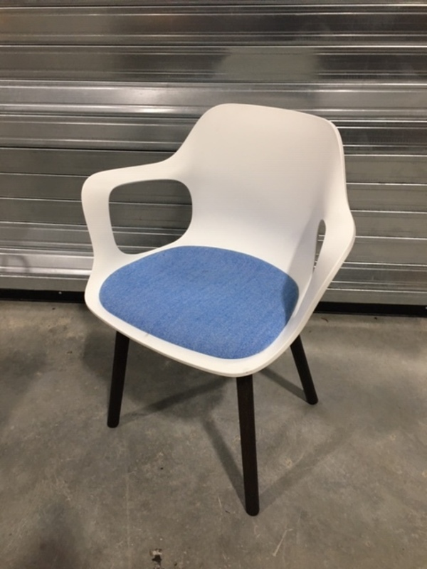 Vitra Hal white/blue Armchair Wood