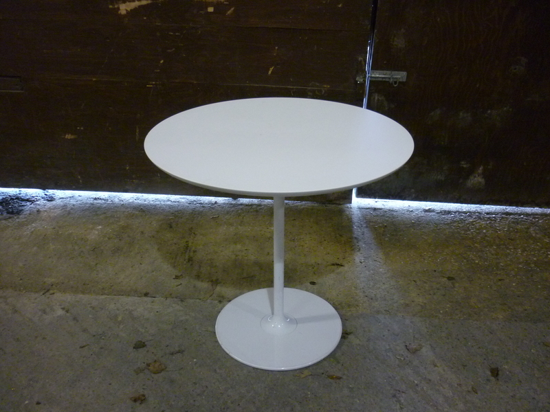 800mm diameter white table with white base