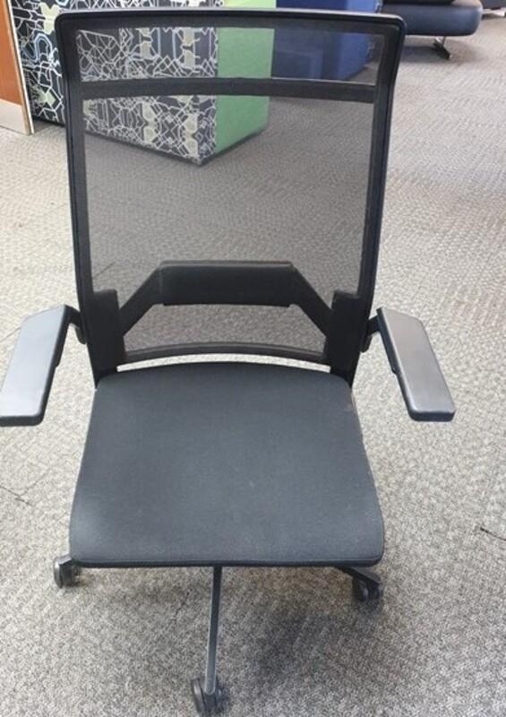 dynamobel chair