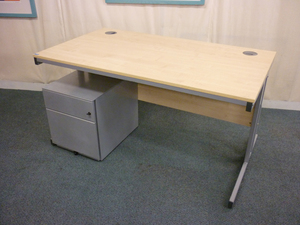 Maple 1400x800mm rectangular desks (CE)