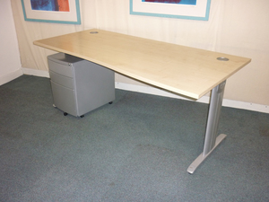 Beamtec 1800 x 900/800mm maple wave desks