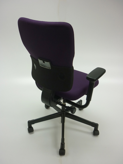 Steelcase Lets B purple/black task chair