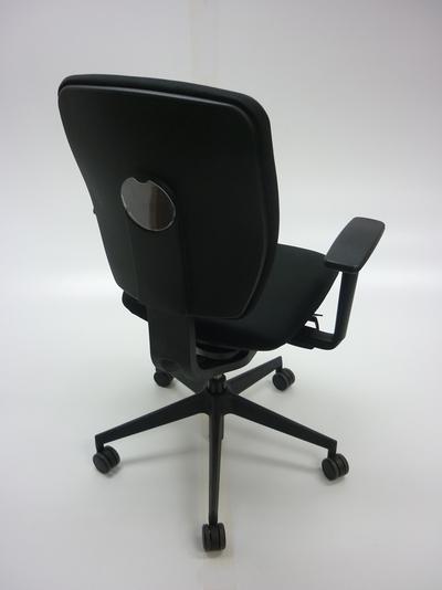 Black Senator Dash task chair with arms (CE)