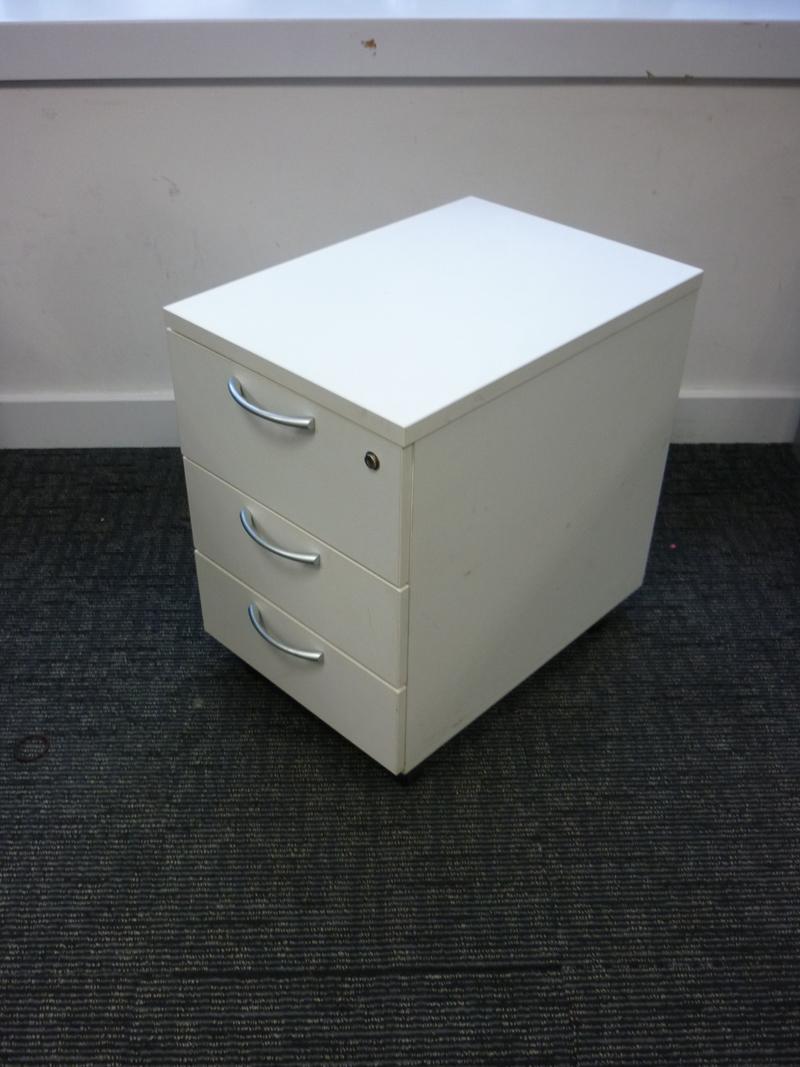 White Buronomic 1600x800mm top bench desks