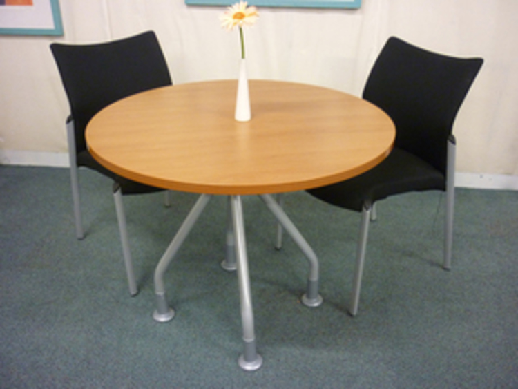 900mm diameter cherry circular table