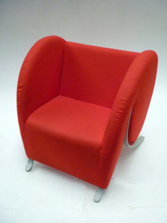 Virgola by Arflex in red fabric