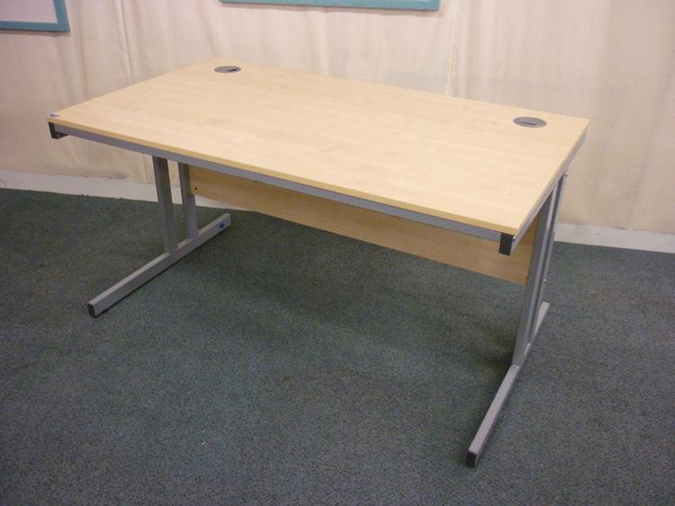 Maple 1400x800mm rectangular desks