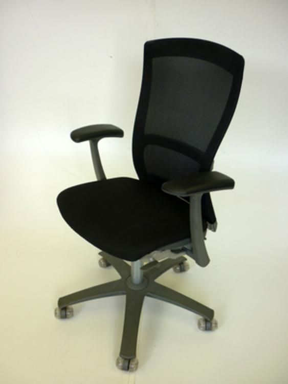 Knoll Life black fabricmesh task chair