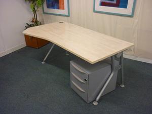 IVM 1800 x 800/1000/800mm maple wave desks