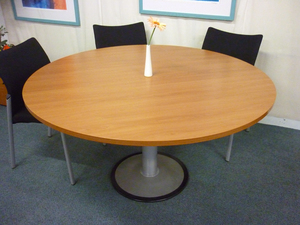 1400mm diameter cherry circular table