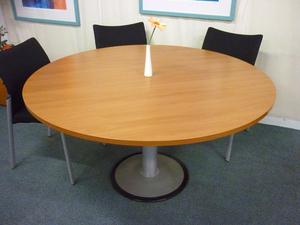 Cherry 1400mm diameter table