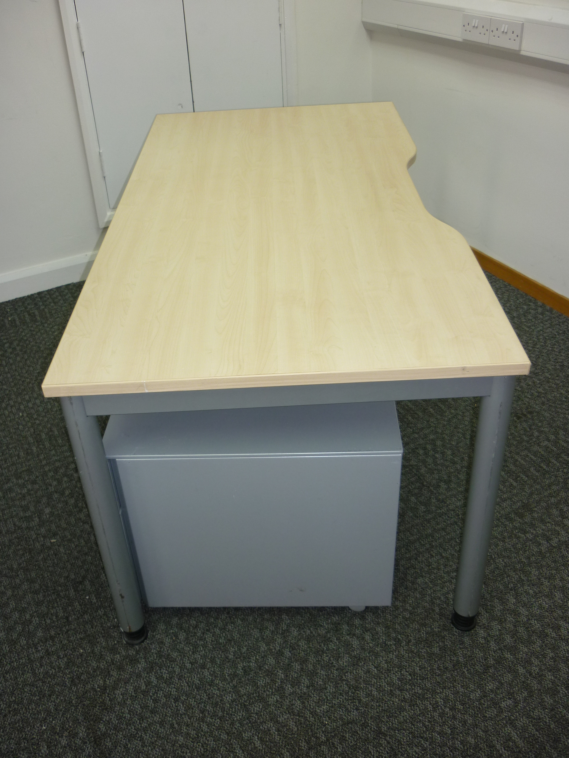 Steelcase maple rectangular 1600w x 800d mm desk