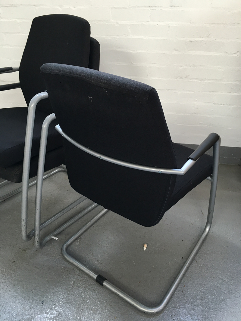 Black Connection Function meeting chair with arms (CE)