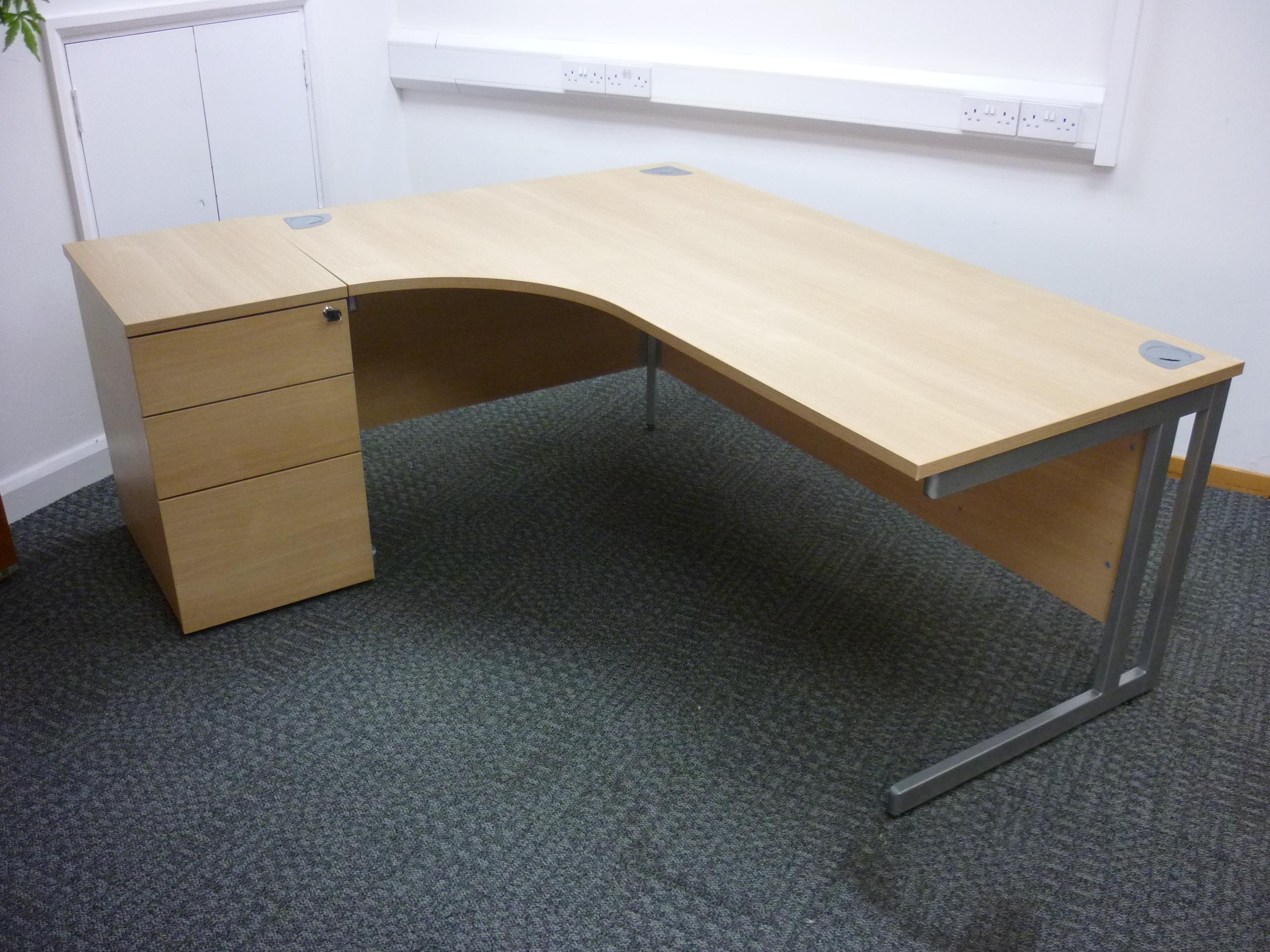 Phase 1400mm oak radial workstations